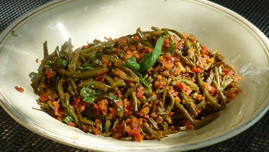 Slow-cooked green beans in a tomato sauce