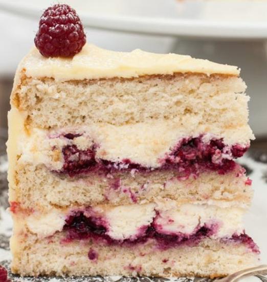 Hazelnut sponge cake with raspberries
